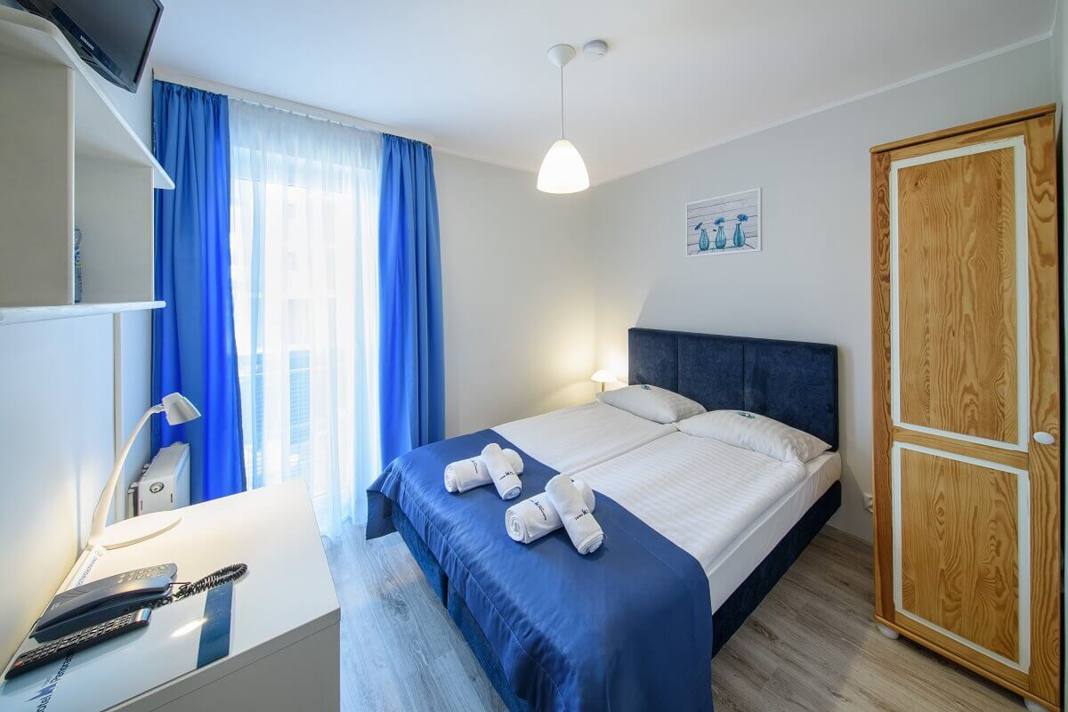 Romantic journey to the capital of Małopolska? Only with the Hotel Nowa Panorama! We encourage you to take advantage of our offer of double rooms. Regardless of whether you need a double marriage bed or two separate single beds, we will be happy if you choose our services.